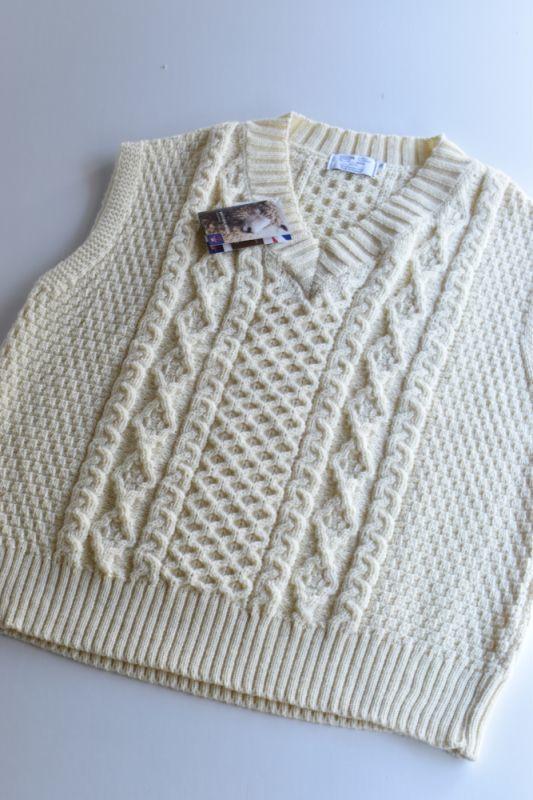 画像1: 【MORE SALE】Kerry Woollen Mills (ケリーウーレンミルズ) Aran Cable V Neck Vest [WHITE] (1)